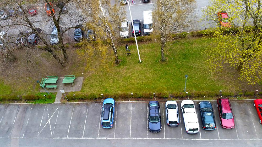 Parkering sett fra taket_1000px
